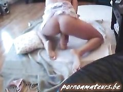 Верная жена изменяет мужу с домашними секс игрушками, трахаясь в разных позициях