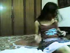 Испанка поклонница любительского порно и снимается в собственной спальне с мужем