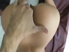 Идеальная блондинка в домашнем анальном порно после пальчиков получила в попу член