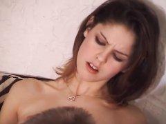 Француженка в чулках в домашнем порно сосёт ствол и садится на лицо партнёра до проникновения