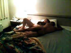 Негр трахает француженку на скрытую камеру, реальное любительское порно