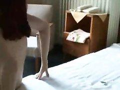 Рыжая проститутка после домашнего минета насладилась энергичным сексом