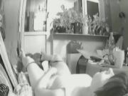 Женщина горит от желания и дрочит клитор на скрытую камеру, реальное видео с мастурбацией