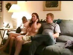 Групповой секс английских свингеров в приятной домашней обстановке понравился всем