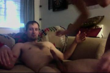 Любительское порно супружеской пары перед вебкамерой, они хотят показать всем, как им приятно в постели