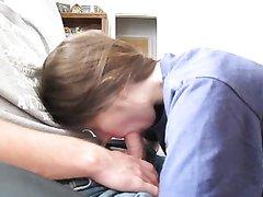 Домашний минет от заботливой жены можно снять на видео и поделиться с близкими друзьями