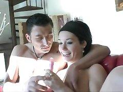 Французская пара вместе пришла на любительский порно кастинг, чтобы показать глубокую глотку