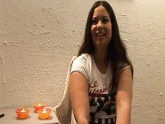 Видео с романтической мастурбацией киски при свечах от красивой полячки с маленькими сисями