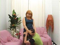 Зрелая толстуха надела чулочки для домашнего секса с преданным поклонником, у которого твёрдый член