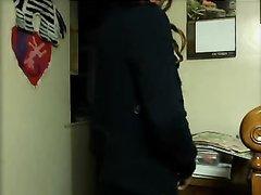 Длинноволосая красотка из Будапешта в домашнем видео показывает идеальную мастурбацию