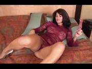 Любительская мастурбация итальянской модели, она трахает киску секс игрушкой