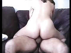 Домашний секс со зрелой латинкой, у неё целлюлитная попа и волосатая киска