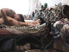 Взаимный домашний римминг заводит зрелую русскую брюнетку и её молодого любовника