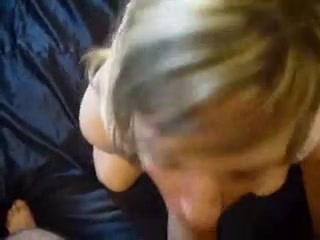 Домашний минет от молодой коллеги, она сосёт от первого лица и глотает сперму в видео