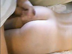 Зрелая гречанка в любительском видео показывает мастурбирующему другу киску и анус