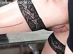 Мужик предложил страстный секс зрелой брюнетке в чулках и трахнул грудастую даму