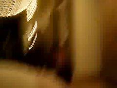 Жена в прозрачной маске трахается с мужем в рот и киску на камеру, пара снимает домашний секс