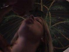 Молодая блондинка в домашнем анальном видео отдалась в попу зрелому мужику после римминга