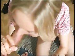 Русская молодая блондинка с большими сиськами и бритой киской в домашнем порно