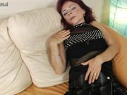 Зрелая парижанка в чулках в горячем видео кончает от любительской мастурбации