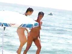 Красивые голландки с маленькими сиськами в видео голыми ходят на египетском курорте