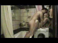 Скрытая камера в ванной снимает любительский секс жены и близкого друга супруга