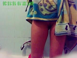 Руское порно скрытая камера в ванной
