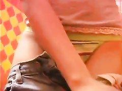 Блондинка сняла на камеру любительское видео с мастурбацией своей киски