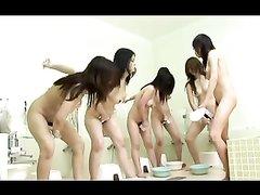 Японское лесбийское порно в групповом формате на полу в общественной бане