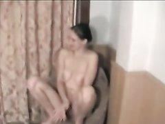 Молодая русская пара для домашнего секса втроём пригласила проститутку до утра