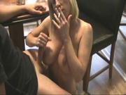 Зрелая немецкая блондинка в оральном порно сосёт член своего озабоченного кумира