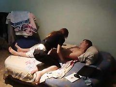 Русская дама пришла к поклоннику за домашним анальным сексом, снятым на скрытую камеру