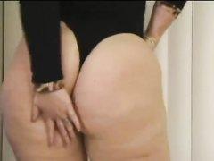 Толстая жена с огромной попой подставила мокрую дырку для домашнего секса мужу после работы