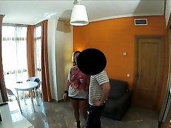 Бизнесмен вызвал проститутку для страстного секса под скрытой камерой в вестибюле