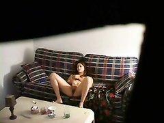 Домашняя мастурбация на видео в хорошем ракурсе молодой крали со скрытой камеры