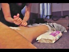 В любительском видео можно подглядеть за мастурбацией члена везунчика
