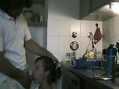 Любительское порно со зрелой актрисой сняла случайно скрытая камера в гримёрной