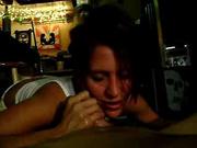 Горячая брюнетка в любительском порно дрочит член от первого лица и лижет яйца паарню