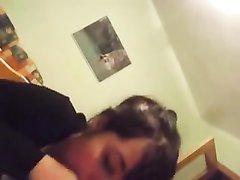 Итальянка в домашнем порно от первого лица отсосала член приятеля с камерой