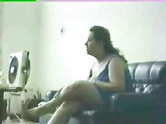 Арабская пара снимает на камеру любительский анальный секс на кожаном диване