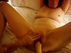 Потрясающий домашний фистинг и кунилингус в горячем лесбийском порно