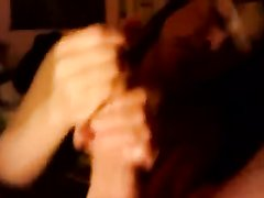 Зрелая азиатка делает любительскую мастурбацию члена в интимном видео