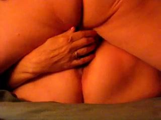 Толстуха с красным анусом в любительском порно долбится с галантным соседом