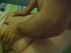 Зрелая леди встала на карачки для домашнего анального секса с нежным поклонником