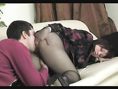 Турецкая упитанная дама в колготках в домашнем порно трахается с коллегой