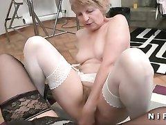 Французское ретро порно со зрелыми лесбиянками в чулках, трахающимися по совету доктора