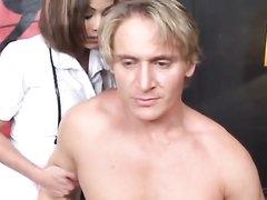 Межрассовое любительское порно азиатки в белых чулках и немца с окончанием в рот