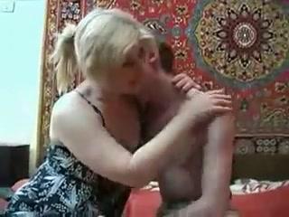 Любительское порно со зрелой соседкой