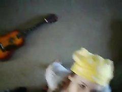 Молодуха с косой в любительском видео от первого лица взяла в рот член для минета