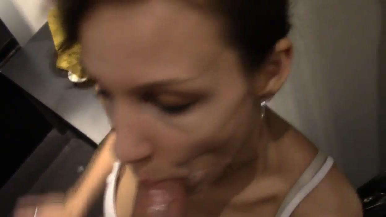 Немецкая модель в любительском порно удовлетворила делового поклонника